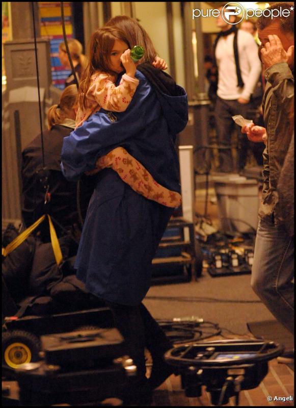 Katie Holmes et Suri Cruise le 13 décembre 2010 à Los Angeles sur le tournage de Jack et Jill
