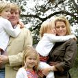 Willem-Alexander et Maxima des Pays-Bas posent avec leurs fillettes, Catharina-Amalia (7 ans), Alexia (5 ans) et Ariane (3 ans), au début de leurs vacances de Noël en Argentine, le 19 décembre 2010.
