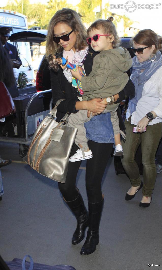 Jessica Alba, Honor et Cash Warren en route vers le Mexique. Le 28 décembre 2010