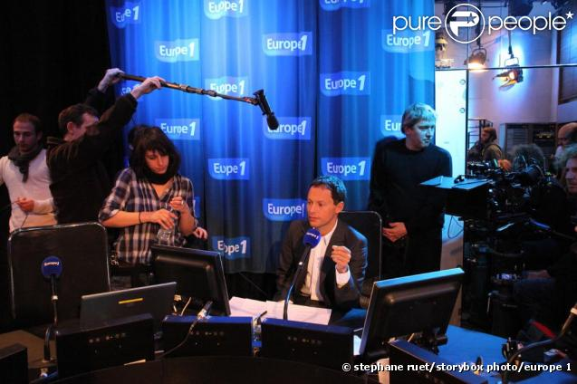 Marc-Olivier Fogiel sur le tournage de L'Exercice de l'Etat au sein des studios d'Europe 1 le 4 janvier 2010