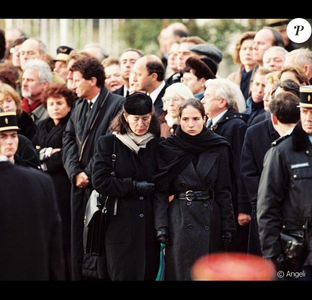 Anne et Mazarine Pingeot lors des funérailles de François Mitterrand en janvier 1996