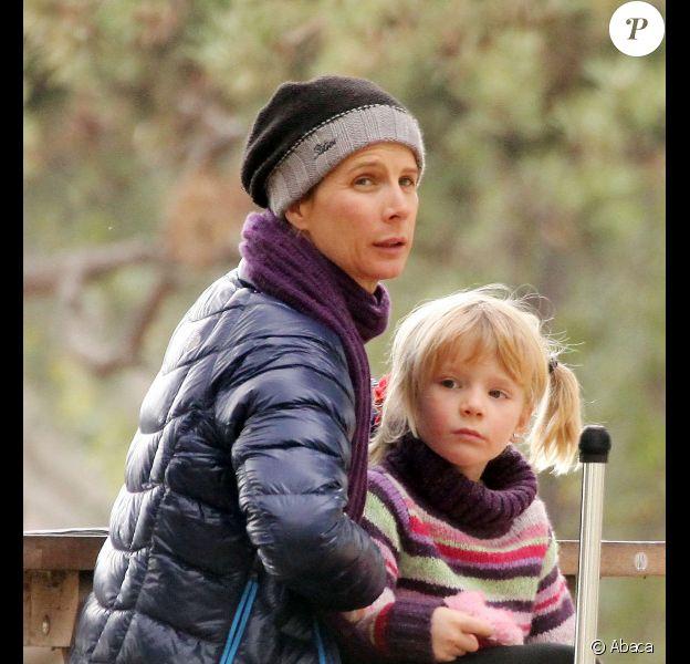 Rachel Griffiths profite d'un après-midi au parc avec ses enfants Banjo et Adelaïde, le 8 janvier 2011 à Santa Monica