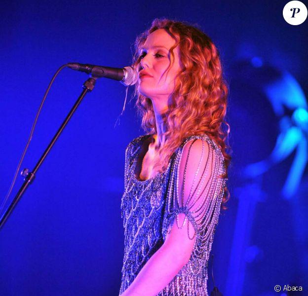 Vanessa Paradis en acoustique, à Bruxelles, le 23 juin 2010