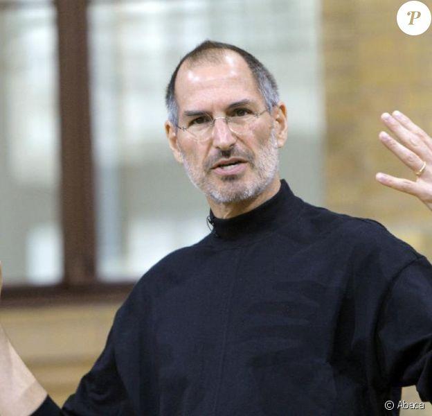 Steve Jobs présente le Iphone, à Berlin, en 2007.