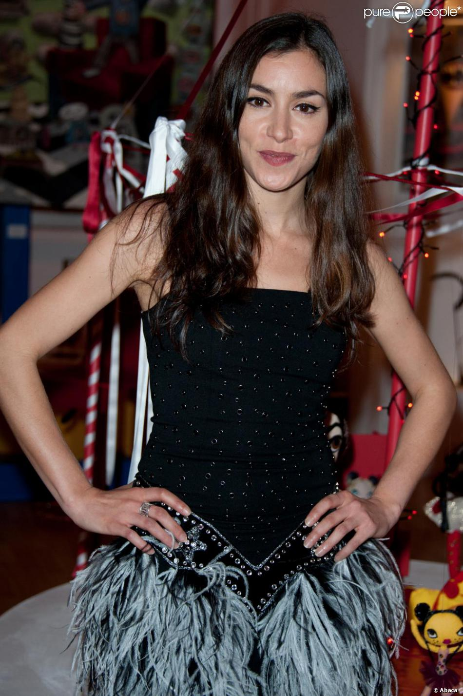 Olivia Ruiz Nude Photos 1