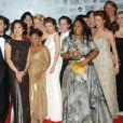 Grey's Anatomy  cartonne et est récompensée par la critique, notamment en 2007 lorsque la série a reçu le Golden Globes de la meilleure série dramatique.