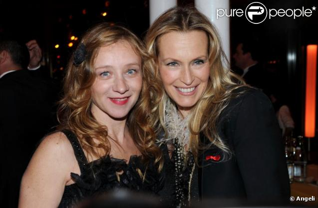 Sylvie Testud et Estelle Lefébure lors du dîner de la mode contre le Sida, le 27 janvier 2010