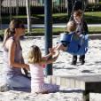 Rhea Durham joue avec ses enfants au parc Coldwater à Beverly Hills, le 28 janvier 2011.