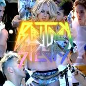 Britney Spears : Très très proche de ses danseurs dans son nouveau clip !