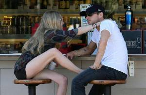 La belle Amanda Seyfried exhibe ses gambettes pour son chéri... Ryan Phillippe !