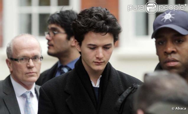 Charlie Gilmour se présente au tribunal, à Londres, le 10 février 2011