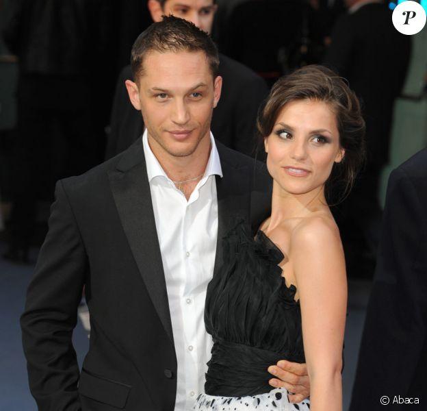 Tom Hardy et sa fiancée (et future ex ?) Charlotte Riley en juillet 2008