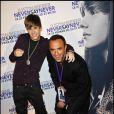 Nikos est aux côtés de Justin Bieber à la première de son film Never Say Never, présenté au Grand Rex, à Paris, le 17 février 2011.