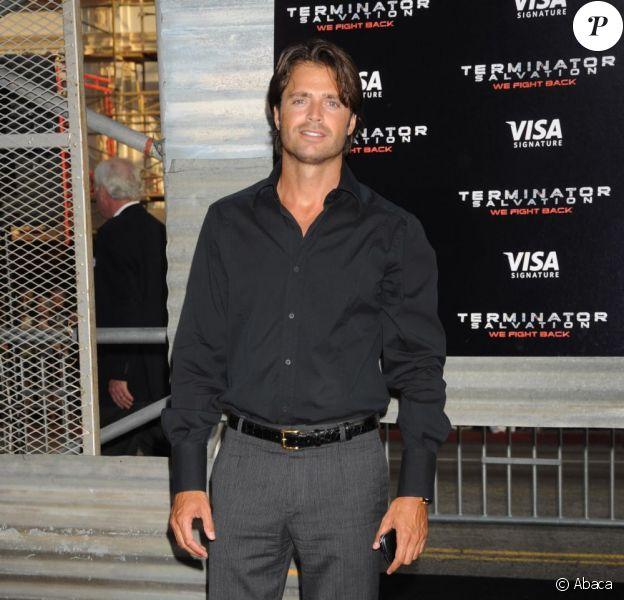 Un escroc s'est notamment fait passer pour l'acteur et chanteur David Charvet pour ouvrir des comptes bancaires.