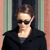 Natalie Portman : Petite mine pour la future maman au look de mamie !