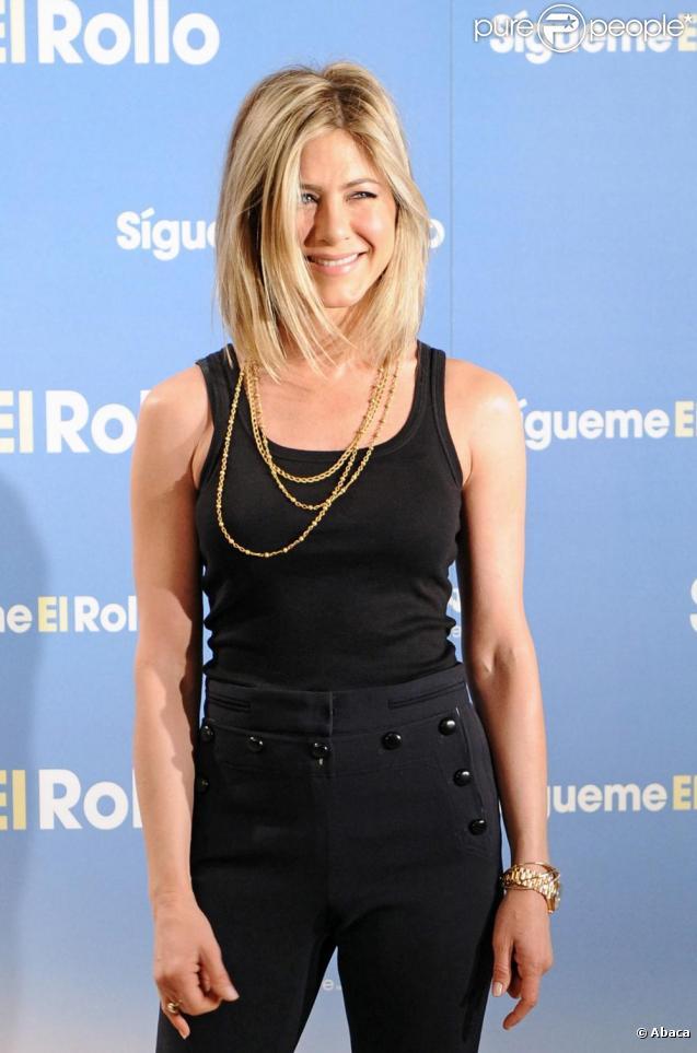 Jennifer Aniston a dévoilé sa nouvelle coiffure lors de la première du film Le Mytho à Madrid le 22 février 2011