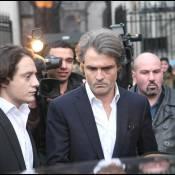 Une fan de Johnny Hallyday est poursuivie par le chirurgien Stéphane Delajoux !