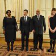 Le président Nicolas Sarkozy, son épouse Carla Bruni, le président sud-africain Jacob Zuma et son épouse lady Tobeka Madibaprior lors du dîner avec l'invité d'honneur le président d'Afrique du sud, à l'Elysée le 2 mars 2011 à Paris