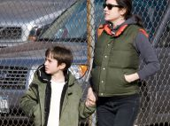 Jennifer Connelly, avec son fils, met son ventre de femme enceinte au chaud!