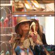 Blake Lively et sa mère font des essayages  de chaussures chez Christian Louboutin (Paris, 5 mars 2011)