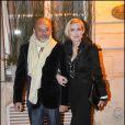Christian Louboutin et Melita Toscan du Plantier, à l'occasion du dîner organisé par la Maison Chanel en l'honneur de sa nouvelle égérie Blake Lively, lors de la Fashion Week, à Paris, le 5 mars 2011.