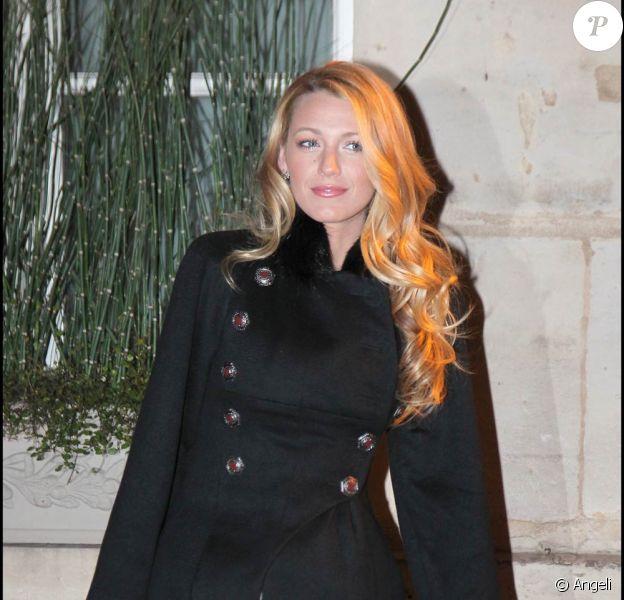 Blake Lively à l'occasion du dîner organisé par la Maison Chanel en son honneur (elle est sa nouvelle égérie), lors de la Fashion Week, à Paris, le 5 mars 2011.