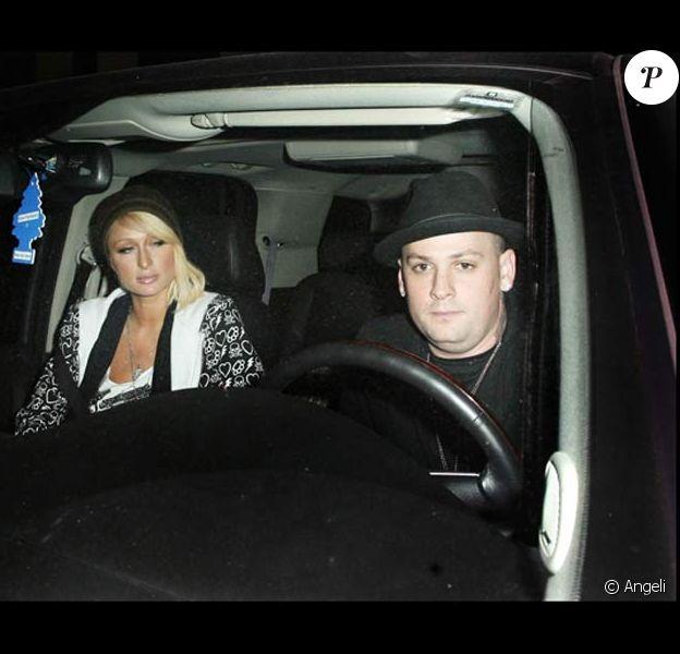 Paris Hilton et Benji Madden écrase le pied d'un paparazzo