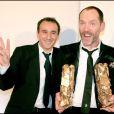 Olivier Raoux reçoit le César des Meilleurs Décors pour La Môme, le 22 février 2008. Ici, avec Elie Semoun
