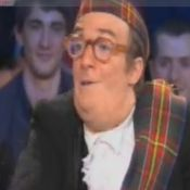 Jonathan Lambert : Nu sous son kilt... il montre TOUT, aux invitées de Ruquier !