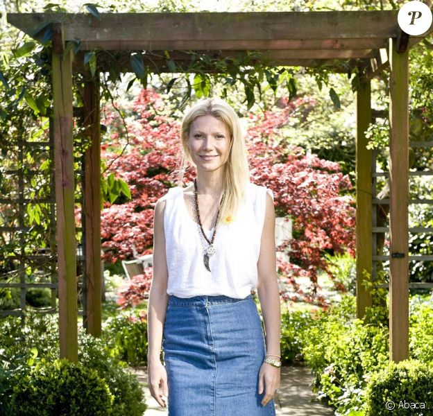 Gwyneth Paltrow visite le Centre Marie Curie, à Hampstead, Londres, le 6 avril 2011.