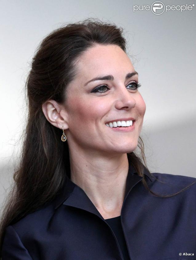Pour les parents de Kate Middleton (photo : en visite dans le Lancashire le 11 avril 2011), qui mettent un point d'honneur à participer financièrement, la facture devrait s'élever à un peu plus de 100 000 euros.