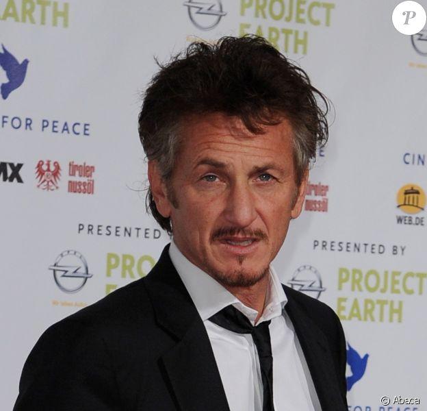 Sean Penn (ici à Berlin pour le Festival le 27/02/2011) et Christian Bale réunis sur l'écran dans The Last Photograph. Le tournage débutera en 2012
