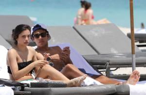 Noah Becker : Amoureux et tendre avec sa petite amie !