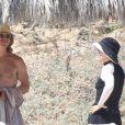 A la plage, Felicity Huffman opte pour un look camouflage... Il ne faudrait pas prendre un coup de soleil, Lynette pourrait voir rouge ! Mexique, 3 avril 2011