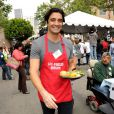 Gilles Marini participent au Mission Easter for the Homeless, afin de servir des repas chauds aux sans-abri, vendredi 22 avril à Los Angeles.