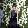 Rose Byrne dans un parfait look féminin et en total look noir pour le dîner Chanel du 25 avril 2011 à New York