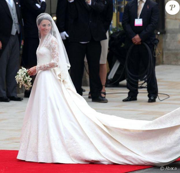 Kate Middleton arrive à l'abbaye de Westminster pour son mariage le 29 avril 2011
