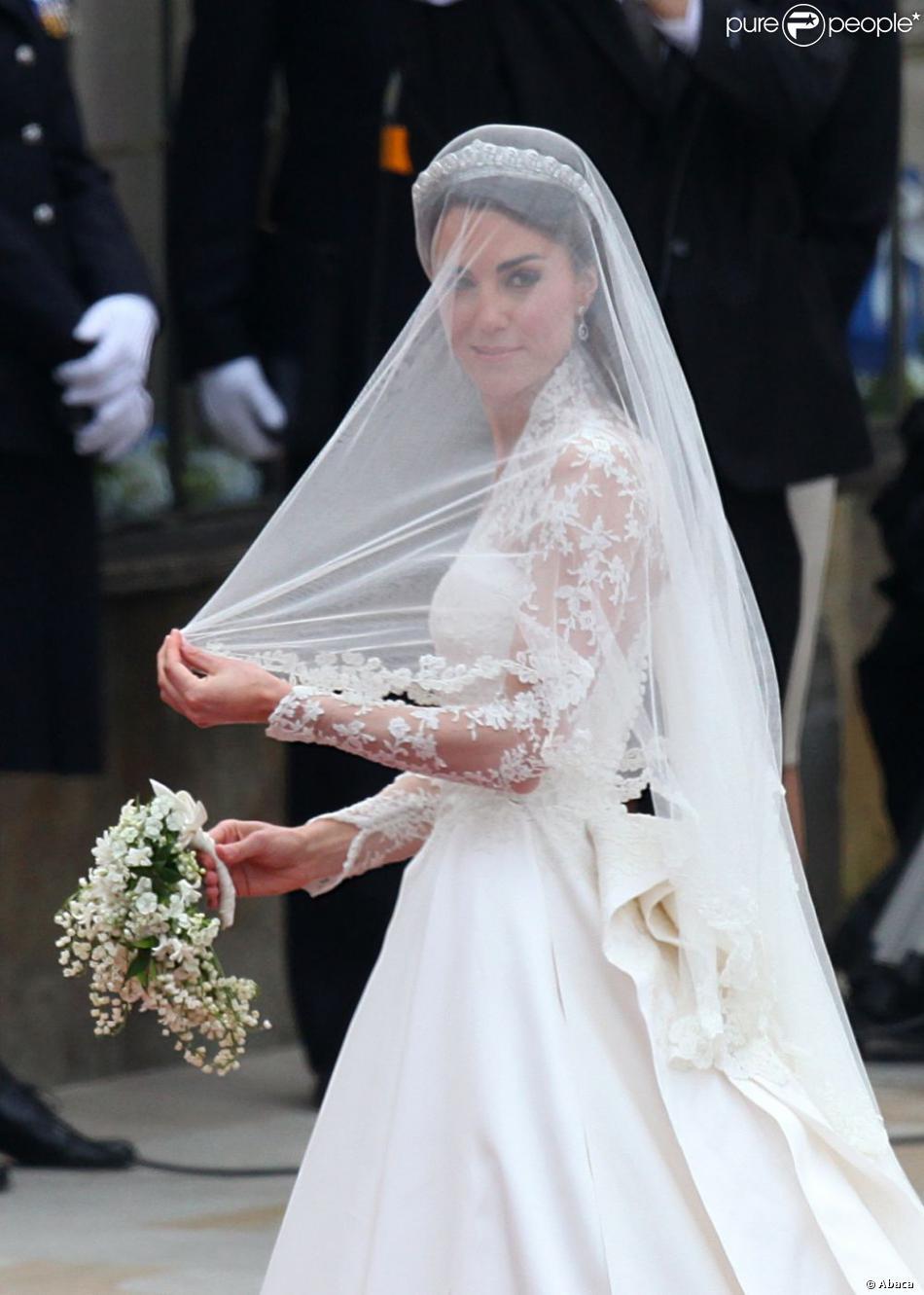 Kate Middleton dans une robe Sarah Burton pour Alexander McQueen lors de son mariage avec le prince William.