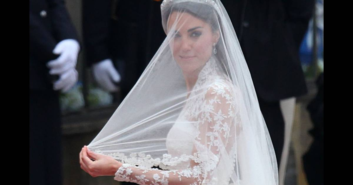 Kate middleton dans une robe sarah burton pour alexander for Alexander mcqueen robe de mariage