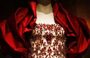Alexander McQueen : une magnifique expo rend hommage au génie de la mode...