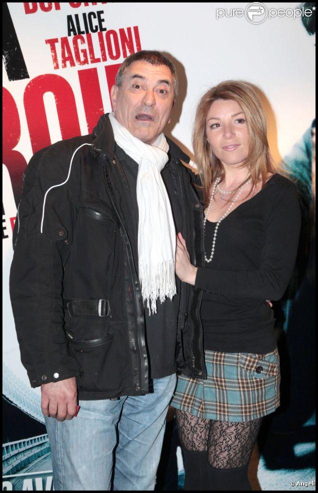 Jean-Marie Bigard et sa compagne Lola Marois, lors de l'avant-première du film  La Proie , en avril 2011 à Paris.