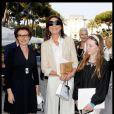 Marie-Louise de Clermont Tonerrer, Caroline de Monaco et sa fille Alexandra de Hanovre lors du défilé de mode Croisière Chanel à l'Eden Roc au Cap d'Antibes le 9 mai 2011