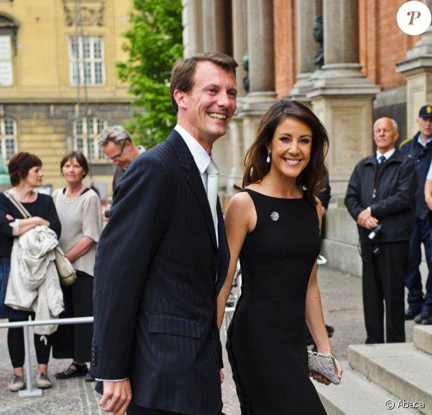 Marie et son époux Joachim de Danemark sortent d'une réception organisée à l'occasion de la visite officielle du président sud-coréen Lee Myung-bak et de son épouse. 12 mai 2011