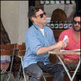 Joaquin Phoenix déjeune avec des amis à Los Angeles le 13 mai 2011