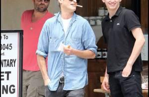 Joaquin Phoenix se détend bien loin de sa chérie française... Rupture ?