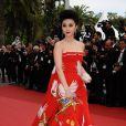 Fan Bingbing sublime sa robe avec des bijoux Cartier. Cannes, 11 mai 2011