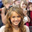 Miley Cirus affiche un maquillage nude discret et élégant. Munich, 25 avril 2009