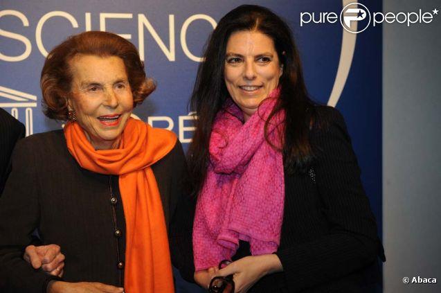 Liliane Bettencourt et sa fille Françoise Bettencourt-Meyers, à Paris, le 3 mars 2011.