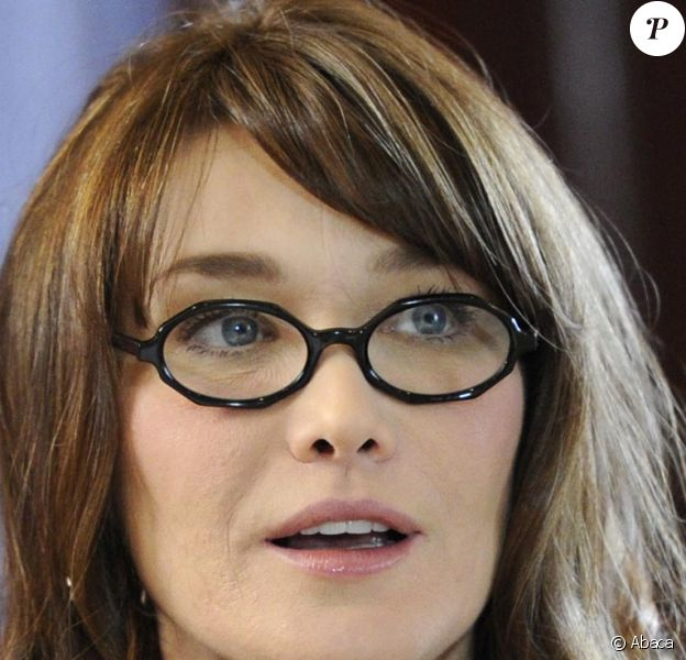 Carla Bruni en séance de travail des conjoints sur le thème : Lutte contre l'illettrisme à l'Hôtel Royal à Deauville cette après-midi jeudi 26 mai 2011.