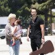 Katherine Heigl est très tendre avec sa fille Naleigh sur le tarmac de l'aérodrôme de Los Angeles, le 27 mai 2011.